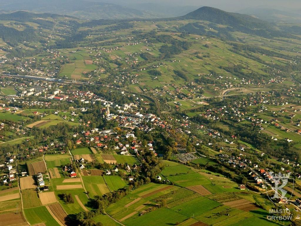 Panorama grybowskiej doliny w kierunku góry Chełm, fot. Andrzej Klimkowski (2010)