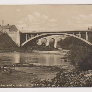 Grybów. Most żelbetonowy w mieście na rzece Białej
