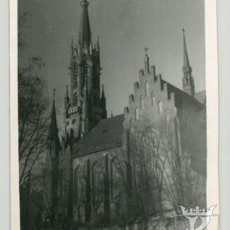 Grybów. Widok na kościół