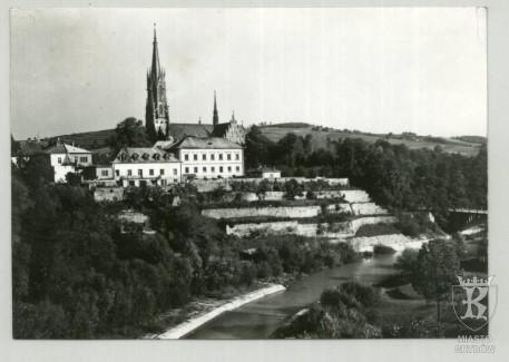Grybów. Fragment miasta nad rzeką Białą