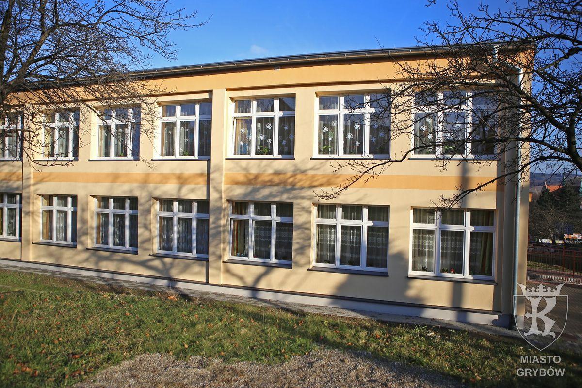 Wyremontowany budynek SP Nr1