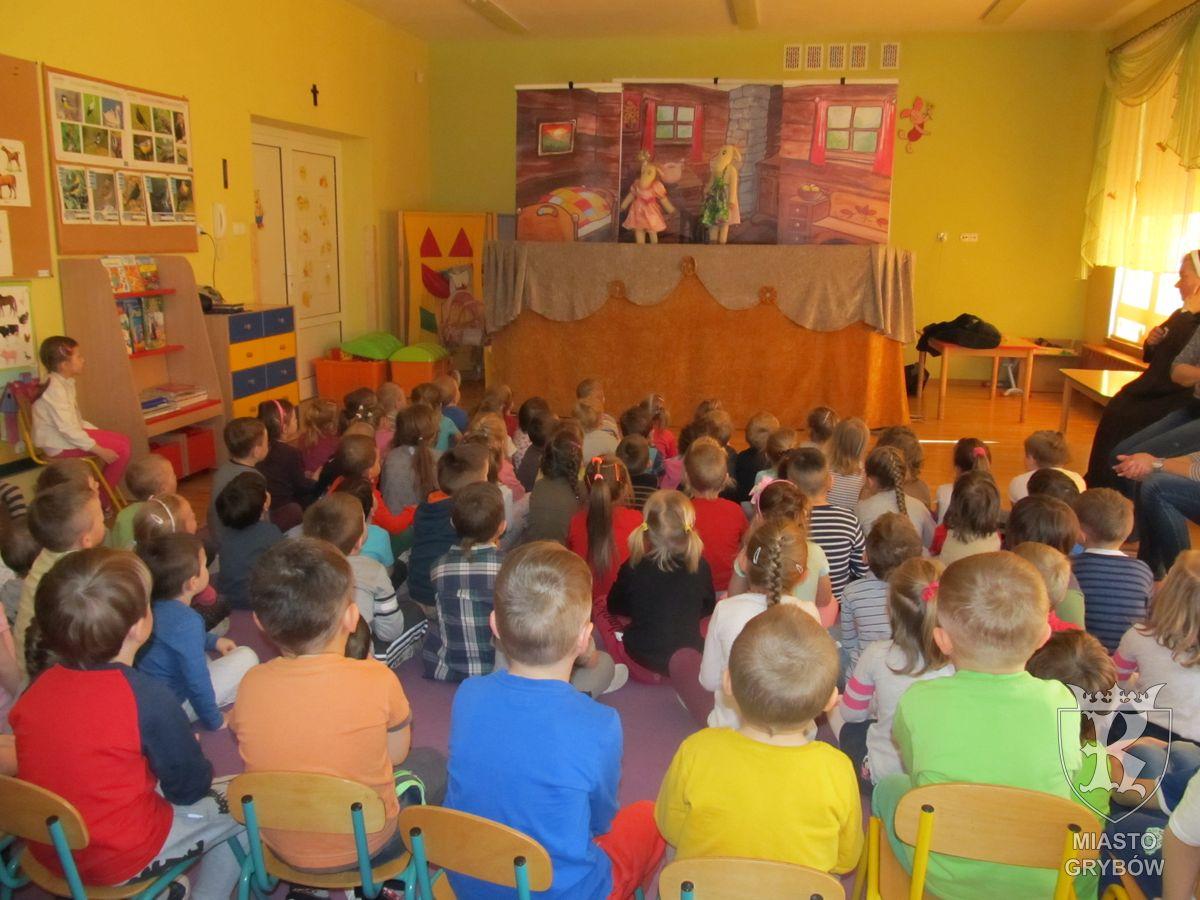 """Teatrzyk kukiełkowy """"Bajka"""" w przedszkolu"""