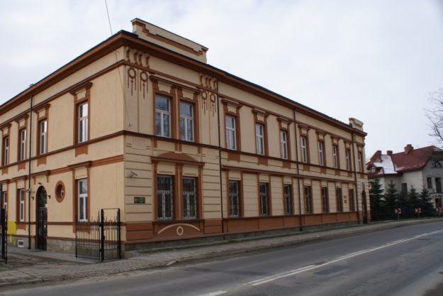 Budynek internatu ZSZ w Grybowie
