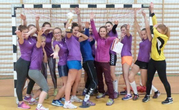 Halowa piłka nożna dziewcząt: Licealistki z Grybowa najlepsze
