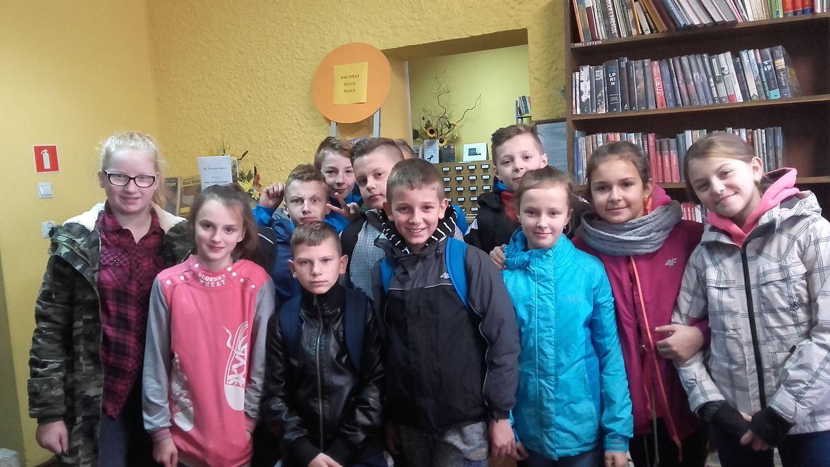 Uczniowie z Siołkowej z wizytą w bibliotece