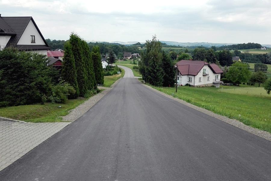 Droga powiatowa w Siołkowej po remoncie