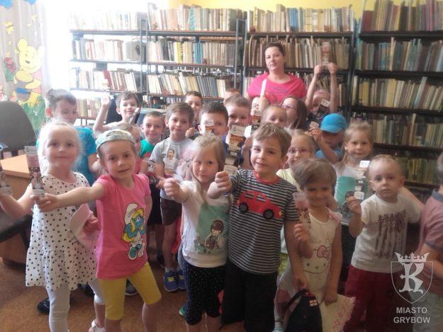 2017-06-02: Pierwsza wizyta Słoneczek w bibliotece