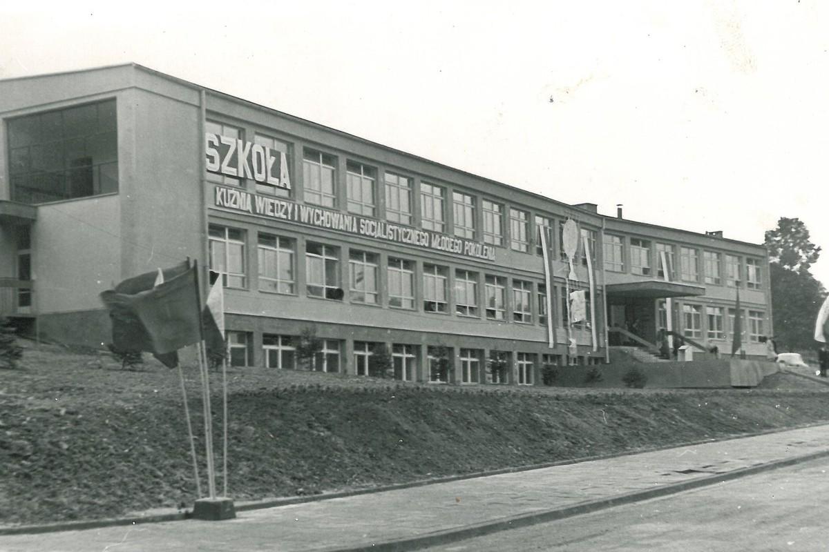 Szkoła Podstawowa Nr1 wGrybowie (1966 r.)