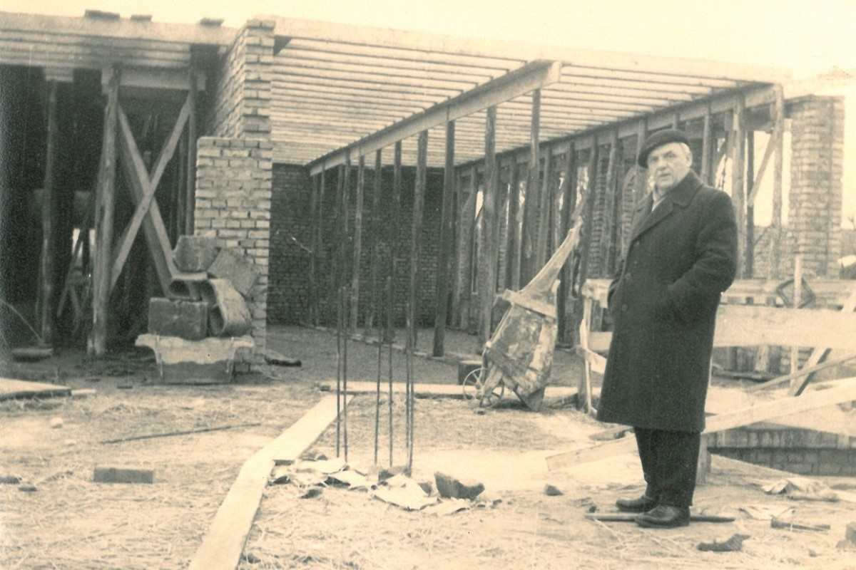 Budowa nowej szkoły - napierwszym planie inż.Jan Gryboś (1965 r.)