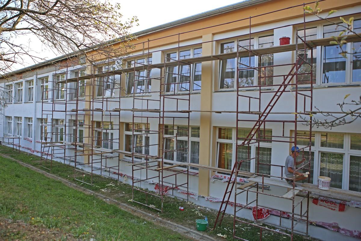 Termomodernizacja ścian budynku szkoły (2016 r.)