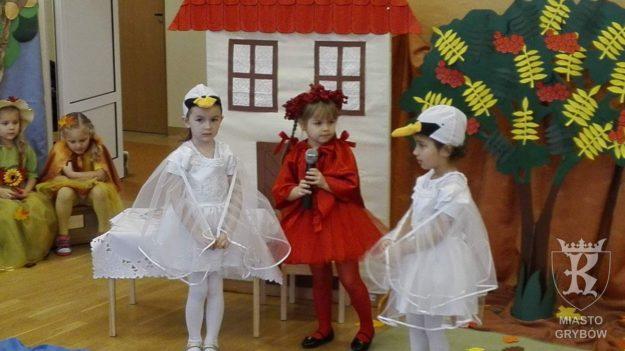 """""""Pożegnanie Jesieni"""" w wykonaniu przedszkolaków"""