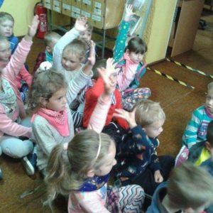 """2018-09-28: Ogólnopolski Dzień Głośnego Czytania w Przedszkolu Samorządowym """"Pod Topolą"""" w Grybowie"""