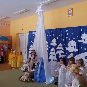 """2019-01-12: Przedstawienie """"Bajkowe Jasełka"""" (grupa """"Biedronki"""")"""