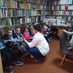 """2019-04-24: Krasnale w akcji """"Książka i Róża"""""""