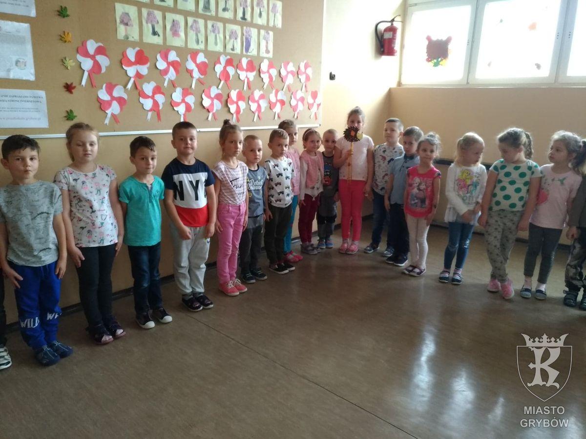2019-11-08: Biało-czerwone kotyliony na Narodowe Święto Niepodległości