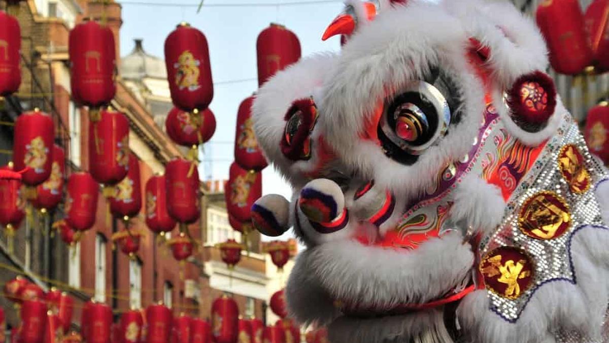 Wielka kukła podczas parady Chińskiego Nowego Roku